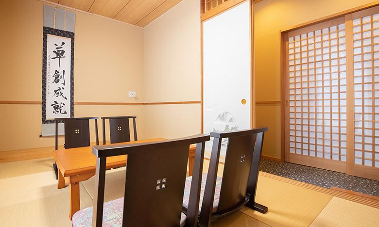 落ち着いた和室の控室